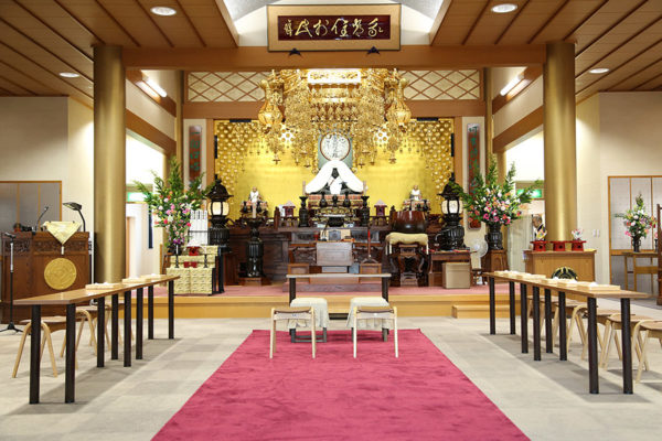 "The main hall (""hondō"") prepared for the ceremony."