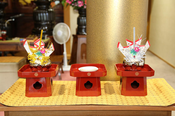 "The wedding sake drinking set (for ""san san kudo"")."