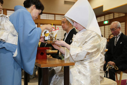"""San san kudo"" – drinking sake from 3 cups, 3 sips from each."