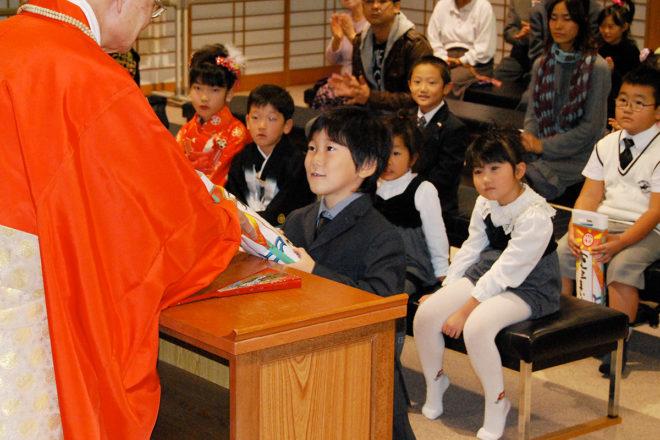 Shichi-Go-San Seicho Orei Sankei—Buddhist service to cerebrate children's growth and pray for their happy future