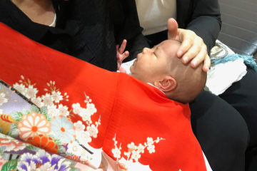 Hatsu-mairi (Hatsu-sankei)—Baby temple visit for the first time