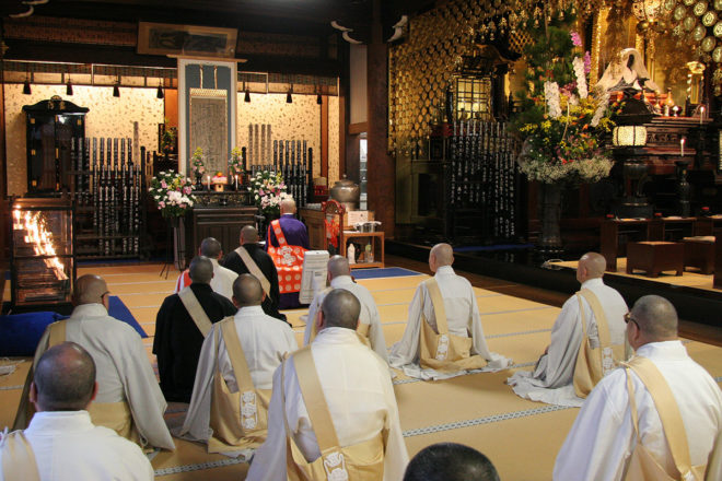 Coming down from the inner chamber, Koyu Shonin (the HBS head priest) and other priests chant the Odaimoku loudly to the Kaiko-kinen Gohonzon (the object of worship which Kaido Shonin himself drew commemorating the foundation of HBS) with lay followers in the outer chamber where a special altar is set up.