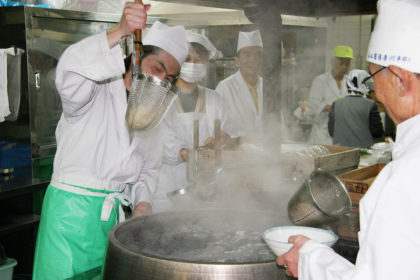 Members who are on duty for preparing breakfast offer Udon and Soba (buckwheat) noodles to visitors during Kan-shugyo.