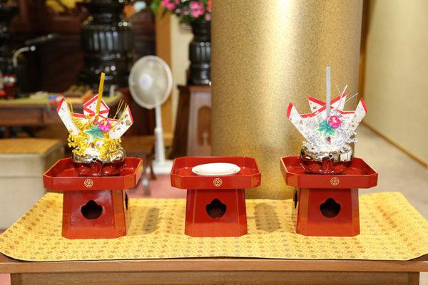 """The wedding sake drinking set (for """"san san kudo"""")."""