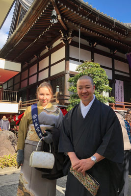 In front of Butsuryuji – very happy after drinking amazake ^_^