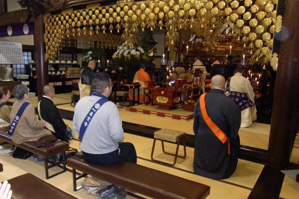 Inside Butsuryuji – small and cozy main hall