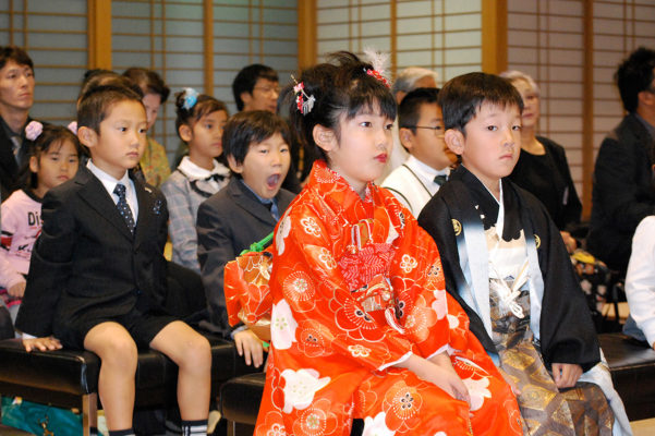 Shichi-Go-San Seicho Orei Sankei—Buddhist service to cerebrate children's growth and pray for their happy future